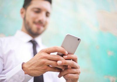 Recherche d'emploi sur mobile.