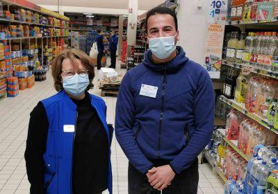 Sylvie Bouvy, manager RH chez Carrefour, avec Ayoub Salhi, apprenti embauché le 8 février 2021.